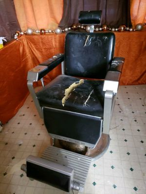 Barber chair for Sale in Philadelphia, PA