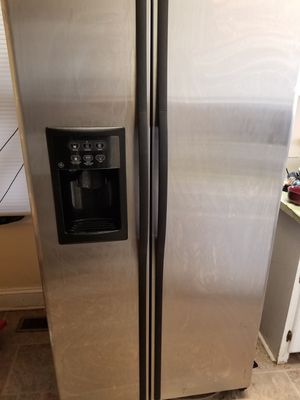 G.E. Side by Side Refrigerator for Sale in Virginia Beach, VA