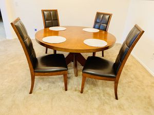 Round dining Table. Diameter 60 inches (5ft) for Sale in Peoria, AZ