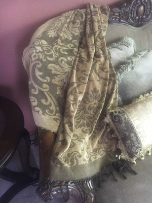Damask Print Chenille Lap Throw for Sale in Puyallup, WA