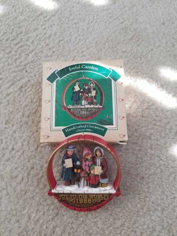 "Hallmark Christmas Keepsake Ornament ""Joyful Carolers""/1986"