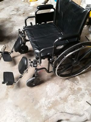 Pro basics BARIATRIC wheelchair 500lb capacity with ELEVATIING leg rests for Sale in San Antonio, TX