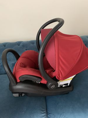 Moving sale ‼️ Maxi-Cosi Infant Car Seat with base in Red like new for Sale in Buffalo, NY