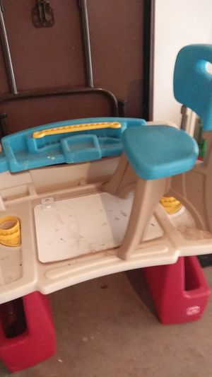 Child desk with chair for Sale in San Bernardino, CA