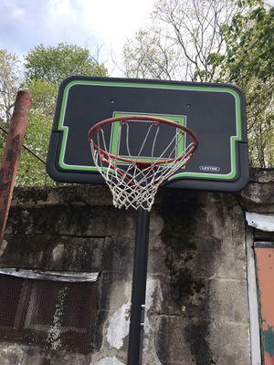 Basketball hoop for Sale in Naugatuck, CT