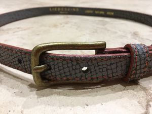 """"""" NEVER USED """" WOMEN SNAKE SKIN BELT FROM LIEBSKIN !!! GERMAN PRODUCT !!!! BEAUTIFUL GREY /w RED STITCHING!!!!! for Sale in Orlando, FL"""