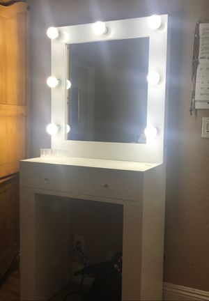 Makeup vanity mirror for Sale in Pomona, CA