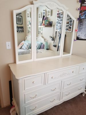 Twin white bedroom set for Sale in Tacoma, WA