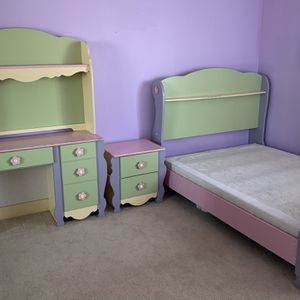 """Girls """"Dollhouse"""" Bedroom Furniture (4 Pieces) for Sale in Fountain Valley, CA"""