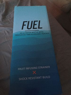 amazon fuel 64oz water bottle with innovative time and volume tracker and fruit infusing strainer for Sale in Glendale, AZ