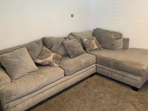 Grey sectional right side and round accent chair for Sale in Hesperia, CA