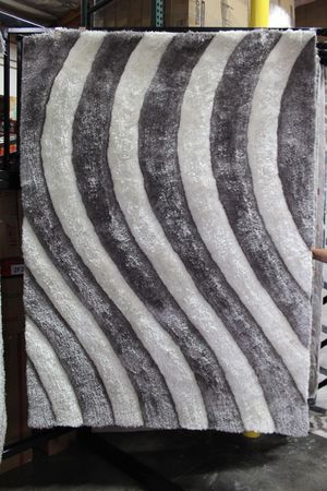 5ft x 7ft Area Rug, SILVER for Sale in Pico Rivera, CA