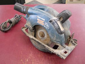 "B&D CIRCULAR SAW 6-1/2"" WOODHAWK BLACK & DECKER for Sale in Columbus, OH"