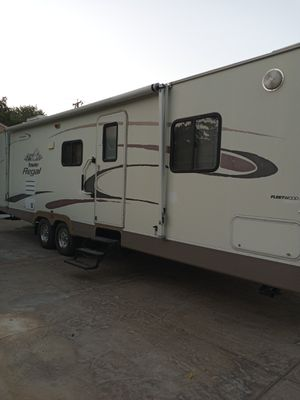 2004 prowler 30-ft travel trailer with a large slide out for Sale in Stockton, CA