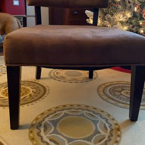 Beautiful brown accent chair for Sale in Vancouver, WA