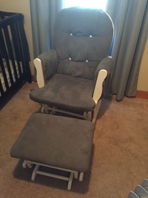 Glider/rocking chair with ottoman for Sale in US
