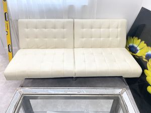 White Futon sofa - Good Condition for Sale in Miami, FL