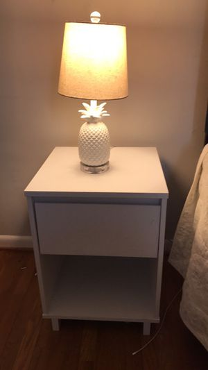 Night stand and lamp for Sale in Centreville, VA