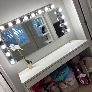 Makeup Vanity Desk & Mirror for Sale in San Bernardino, CA