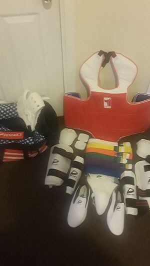 World championship tae kwan doe full sparring set and duffle bag. for Sale in Bridgeport, CT