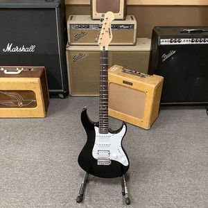 Yamaha Pacifica 112V Black Electric Guitar for Sale in Colton, CA