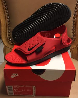 NIKE SUNRAY ADJUST (SIZE 6Y) $25 for Sale in Kissimmee, FL