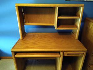 Student Desk w/hutch for Sale in Aurora, IL