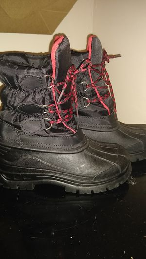 Snow boots size 3 in boys for Sale in Philadelphia, PA