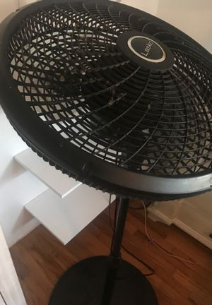 """Lasko 18"""" pedestal oscillating fan for Sale in San Diego, CA"""