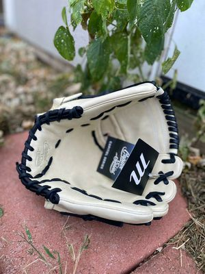Marucci Capital Series 12inch Baseball Glove for Sale in Riverside, CA