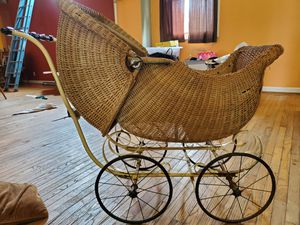 Antique baby carriage for Sale in Salem, WI