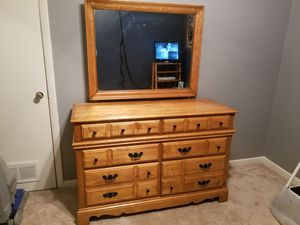 Dresser with mirror for Sale in Mesquite, TX