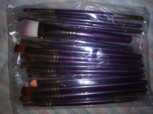 20 Purple Piece Makeup Brushes for Sale in Lakeland, FL