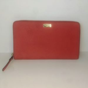 Kate Spade Travel Wallet In Red Zip Around for Sale in Beaumont, CA