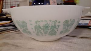 Pyrex 2 1/2 quart mixing bowl for Sale in Farmingdale, NY