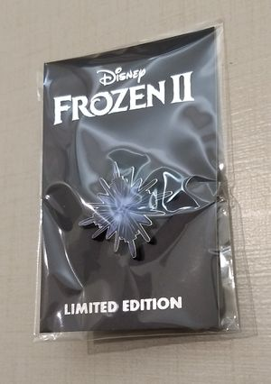 D23 Frozen II : 3 buttons and 1 pin for Sale in Houston, TX
