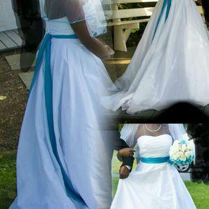 Gorgeous Wedding Dress w/Malibu Sash for Sale in Silver Spring, MD