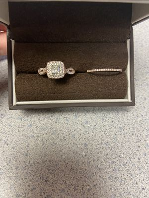 1/2carat 14k rose gold engagement ring and band for Sale in Altoona, IA