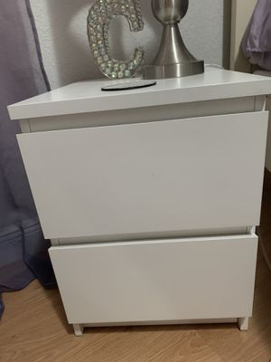 White nightstand for Sale in Hialeah, FL