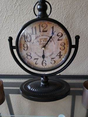 Clock table for Sale in Lincoln, NE