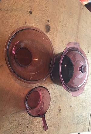 One Pyrex bowl and two Corning Ware vision, the 3.5L with lid is non-stick Teflon for Sale in Vancouver, WA