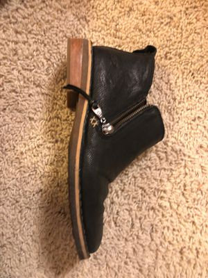 Size 7 ugg boots for Sale in Summerfield, NC
