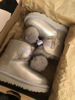 Toddler ugg boots size 8 for Sale in Bronx, NY