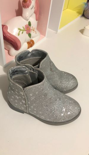Size 7 toddler girl boots $5 for Sale in Lynn, MA