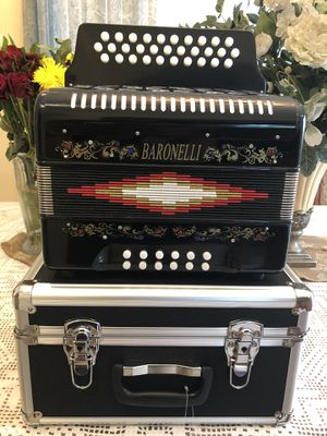 Baronelli 31 bottom accordion for Sale in Cudahy, CA