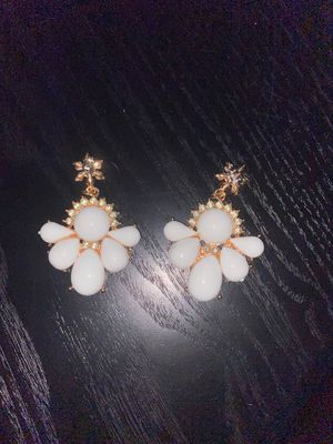 White and gold earrings for Sale in Aurora, IL