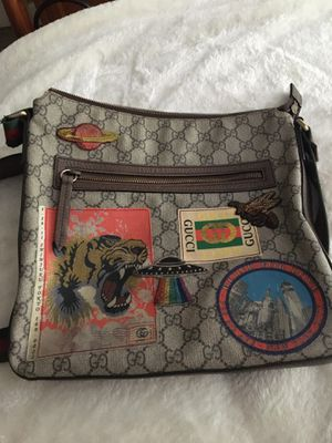 Gucci crossbody bag for Sale in St. Petersburg, FL