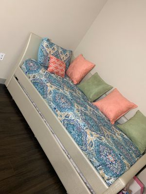 Day bed with trundle for Sale in Miami, FL