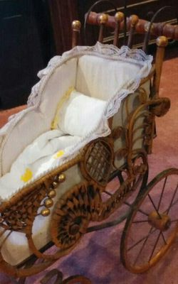 Antique Wicker Baby Doll Carriage With Parasol for Sale in Naches,  WA