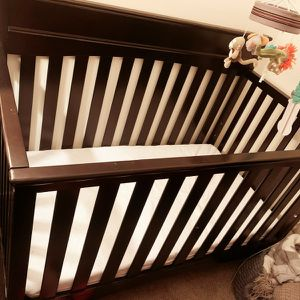 4 in 1 Convertible Crib w/Matress, Bedding & Mobile for Sale in Anaheim, CA